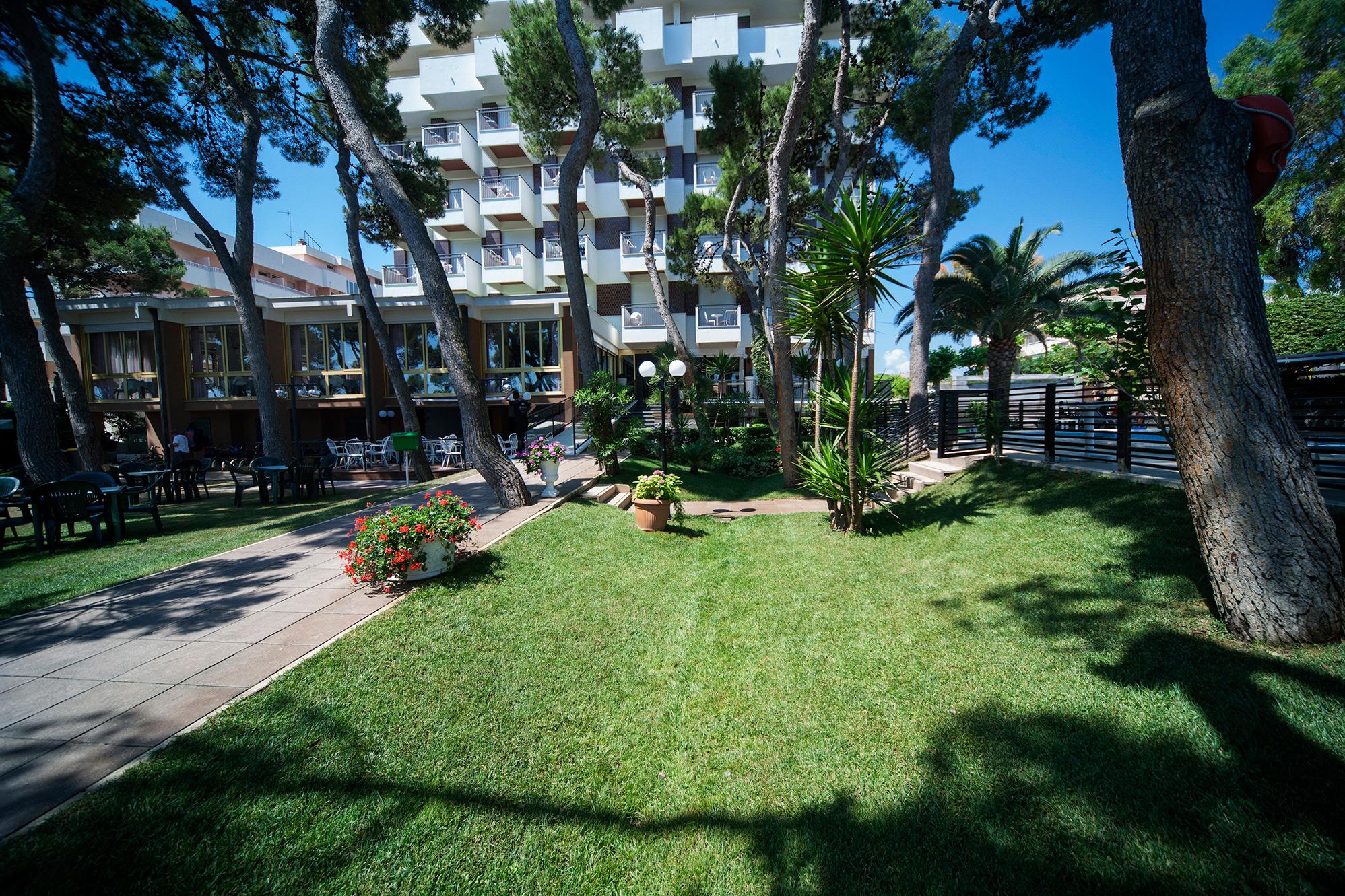 Family hotel giulianova con piscina offerte vacanze per - Hotel con piscina abruzzo ...